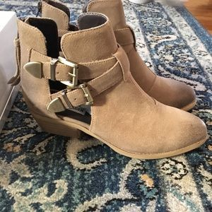 NiB Steve Madden Cinch taupe suede booties
